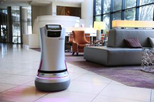 savioke, dash robot, luggage-carrying robot, crown plaza san jose-silicon valley