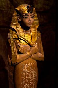 figurine of tutankhamun