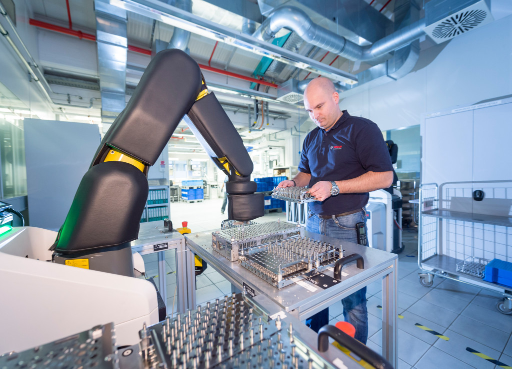 bosch automatic production assistant robot arm