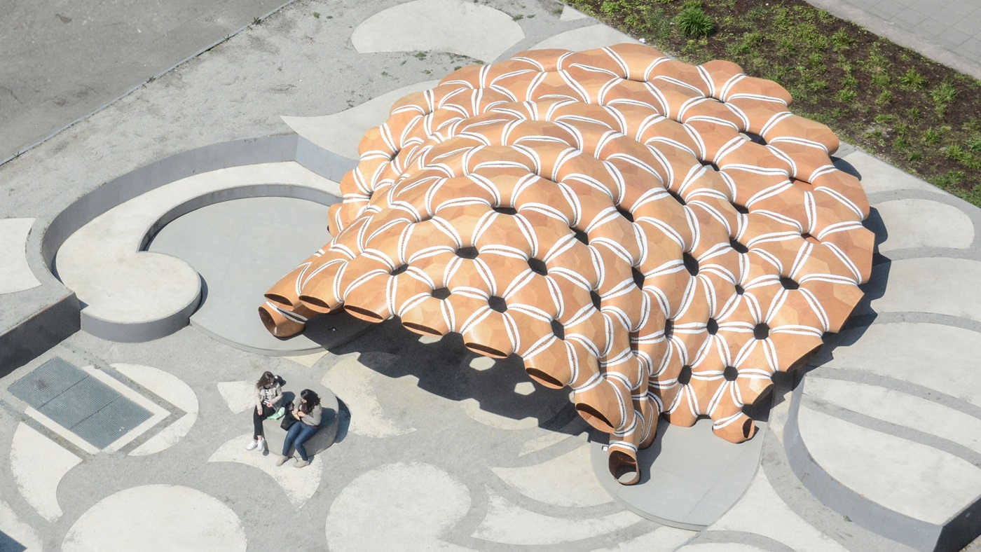Kuka robot constructs pavilion by sewing parts together