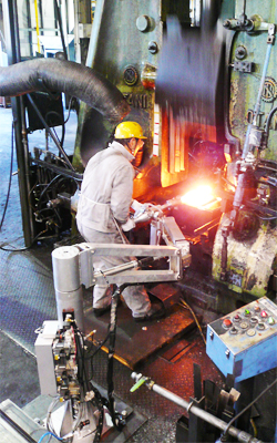 "Panasonic's ""Power Assist Device"" supports air hammer forging process in Makoto Industries"