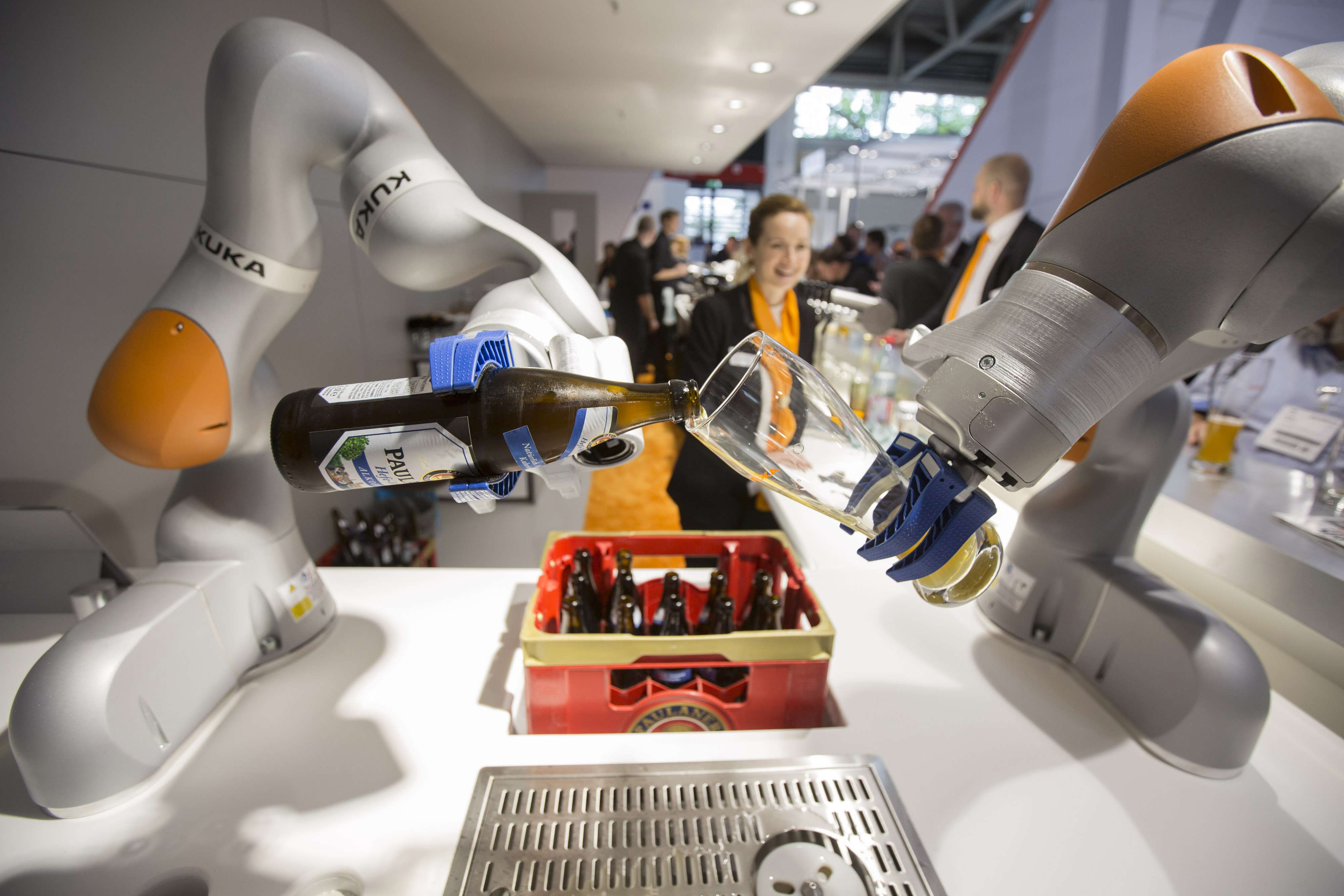 Midea to spend billions on building industrial robots after buying Kuka
