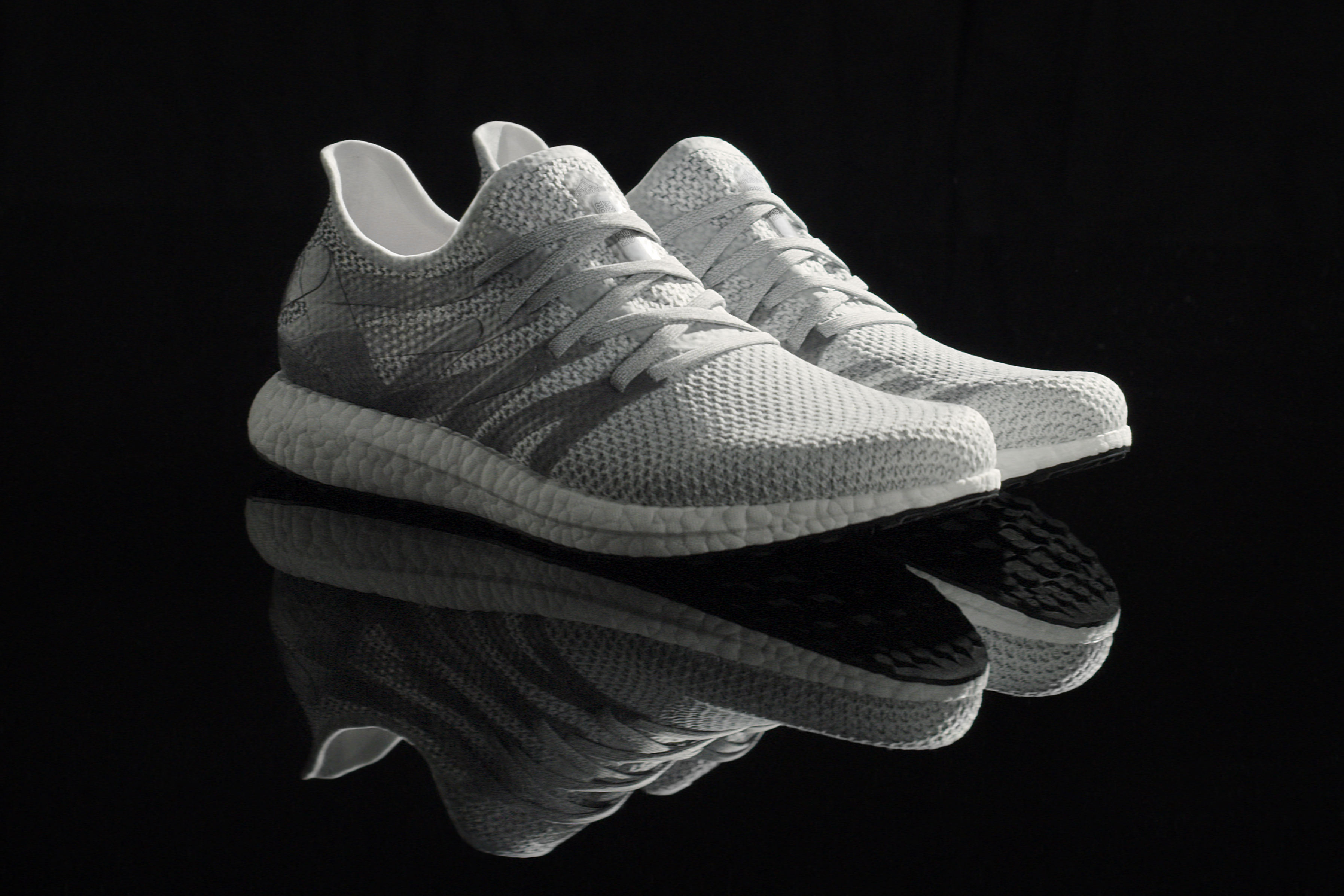 patrón explosión Montgomery  Adidas reveals 'first' robot-manufactured shoes