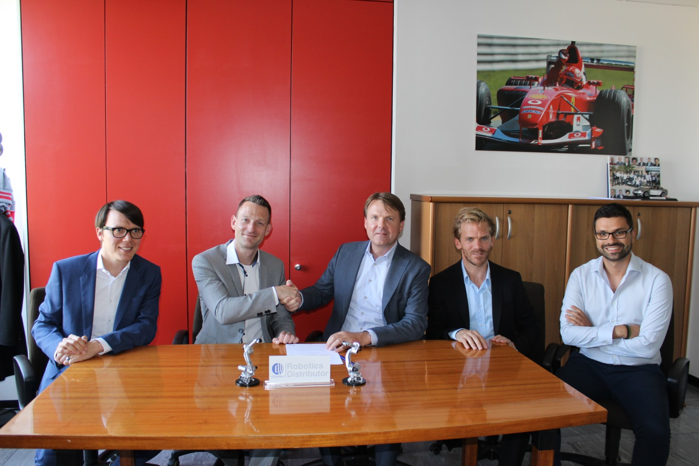 Comau signs Robotics Benelux as a new distributor