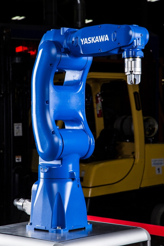 Yaskawa Motoman demonstrates new range of robots at IMTS
