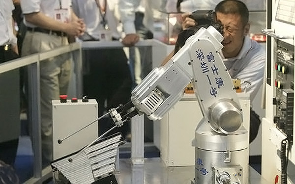 Foxconn reaches 40,000 industrial robot installations