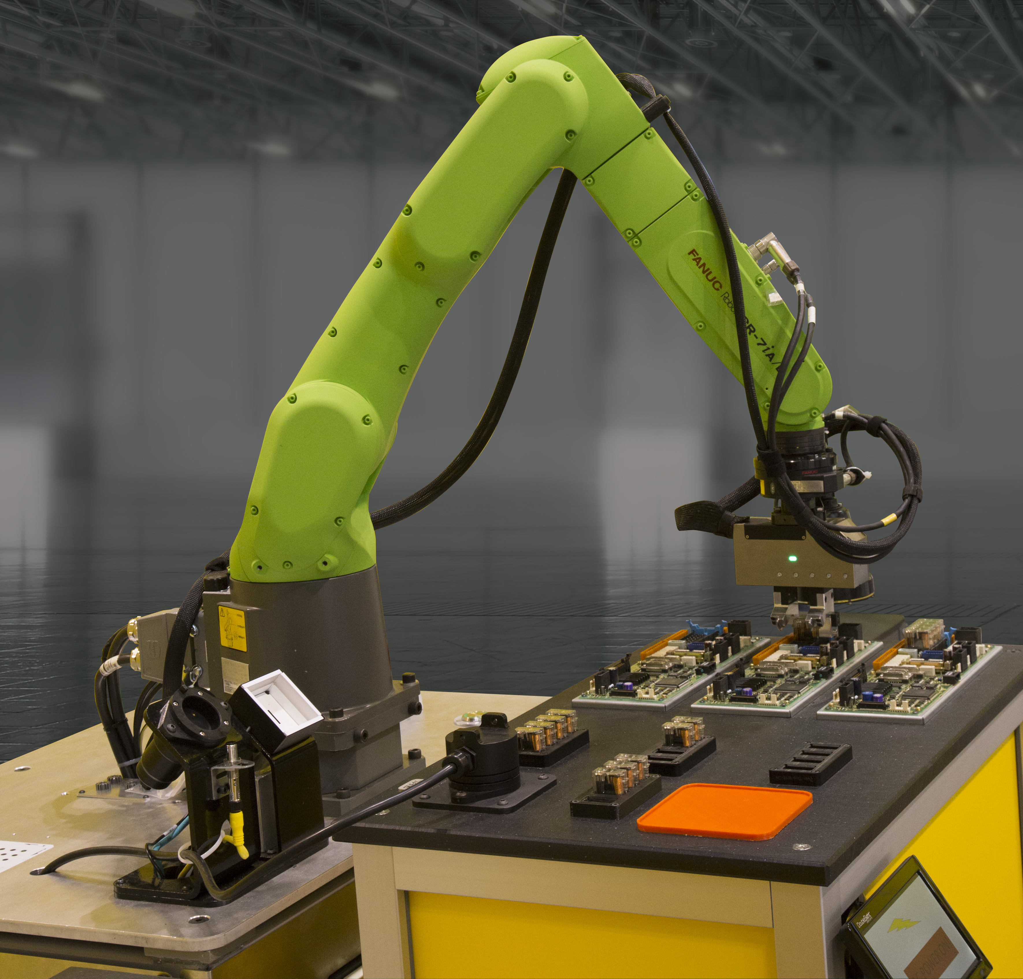 Fanuc launches two new small collaborative robots to go with its big heavy one