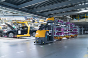 autonomous-tugger-train-supplying-assembly-logistics-at-bmw-group-plant-dingolfing