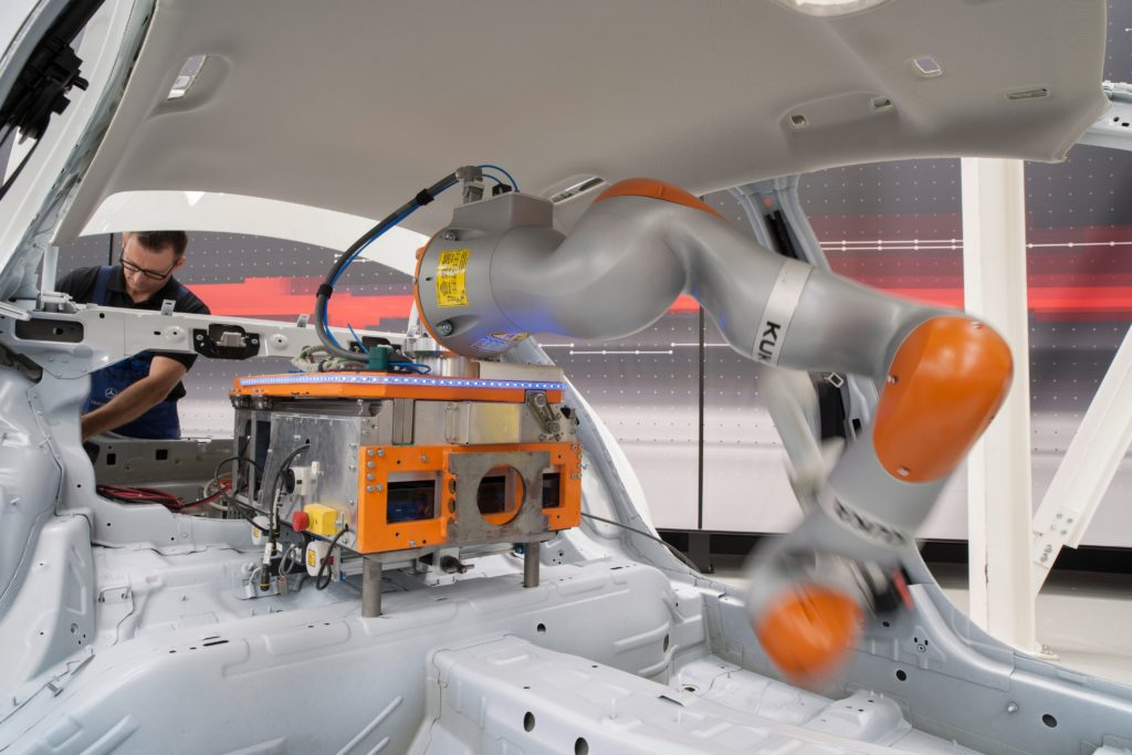 daimler-smart-factory-in-car-robot