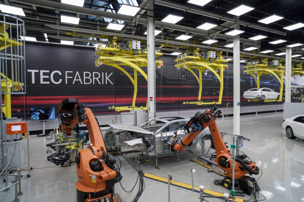 daimler-smart-factory-robots