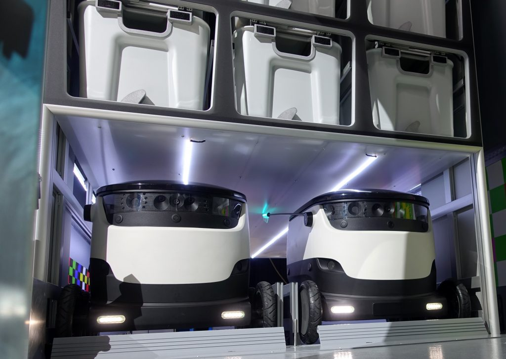 Mercedes-Benz Vans adVANce… with Starship robots