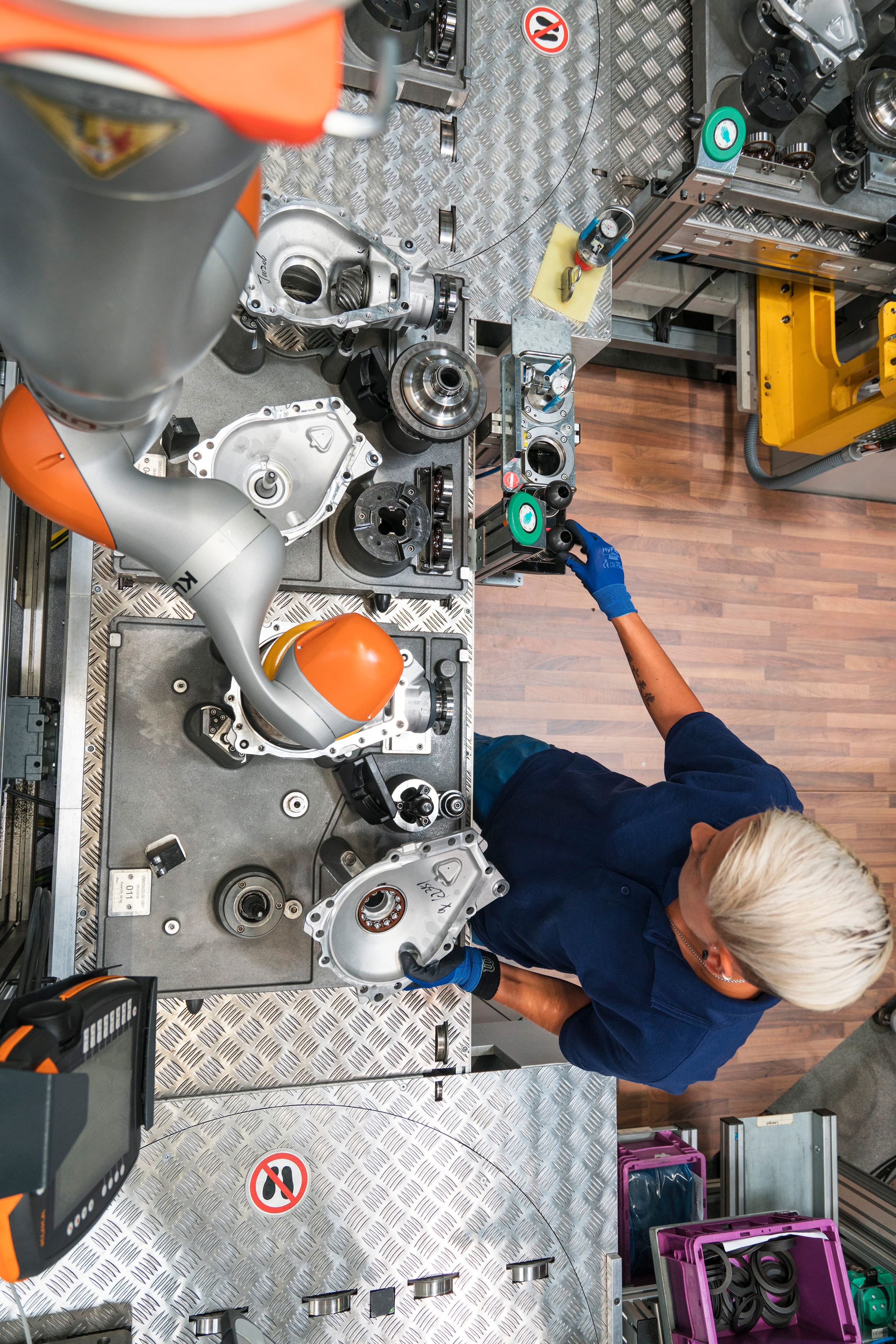 bmw worker with collaborative robot