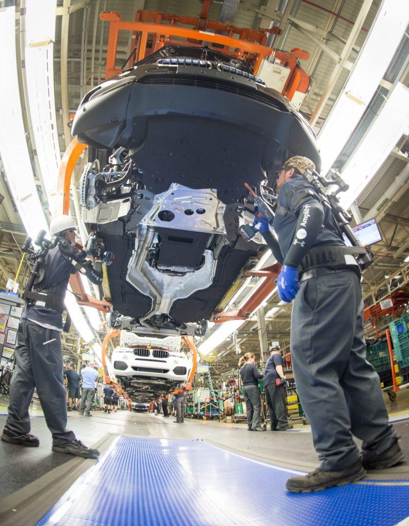 BMW workers using the Ekso Bionics device