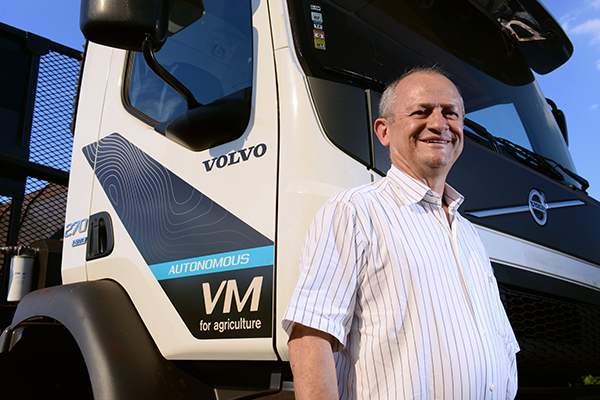 Volvo self-steering truck, sugar-cane truck, harvest truck, self-steering , self-steering Volvo Truck, Volvo Truck, Volvo VM