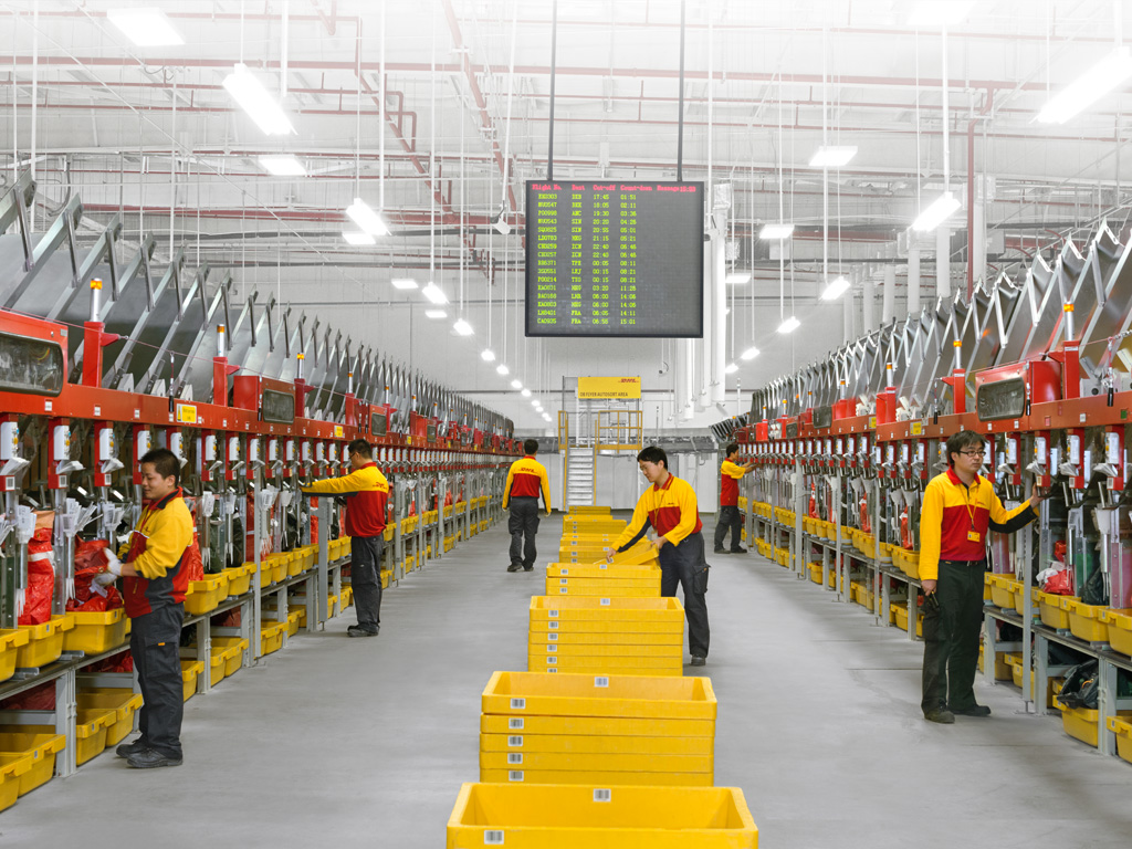 dhl warehouse workers