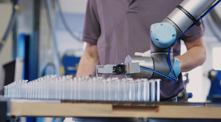 universal robots hofmann glastechnik