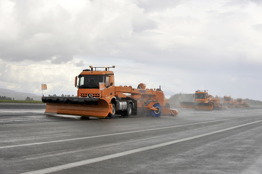 mercedes driverless snow clearing truck