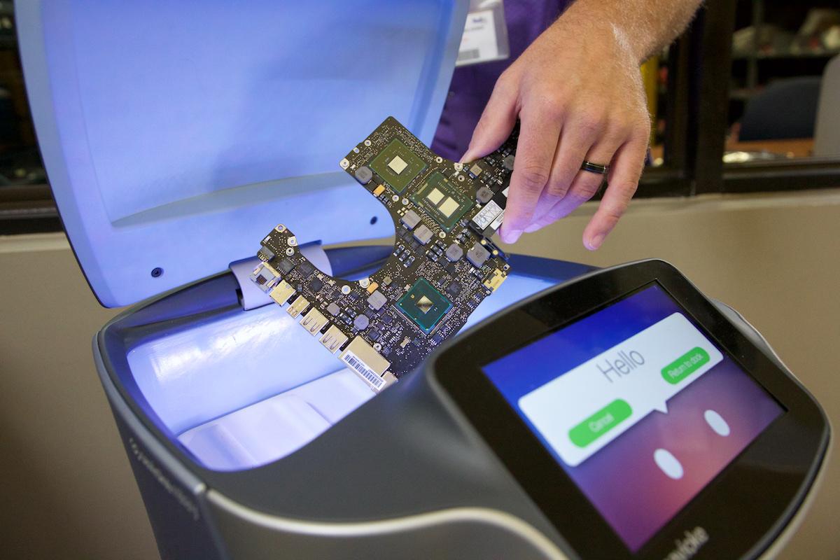 FedEx-Repair-Service-Center-Robots-2