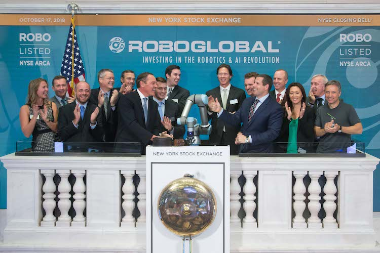 The New York Stock Exchange welcomes ROBO Global® (NYSE Arca: ROBO) in celebration of its fifth anniversary of listing. Universal Robot's Collaborative Robot, joined by Doug Yones, Head of Exchange Traded Products, NYSE, rings The Closing Bell®.