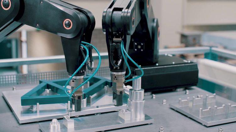 Karlsruhe demonstrates robotic system for custom manufacturing